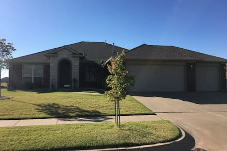 Comfortable, Clean, and Cheap in Edmond - Edmond - Casa