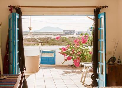 Sea la Vie, Cozy & Central - Apartemen