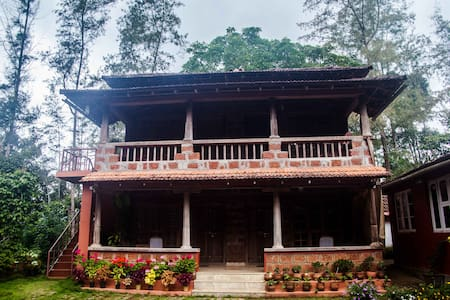 Refresh yourself at the 4th Mile Inn - Madikeri - Bed & Breakfast