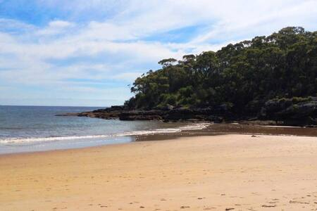 A few minutes walk to beautiful Warrain Beach. - Currarong