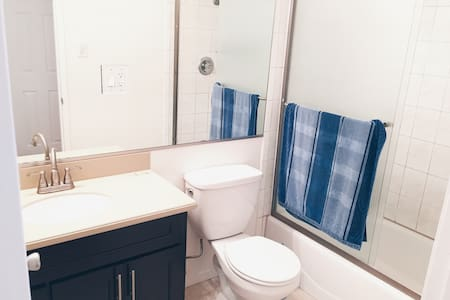 Affordable Hollywood Stay - Los Angeles - House