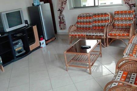 Beau studio orange 2 pièces privé - Cotonou