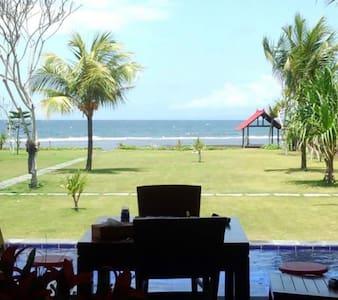 Private pool. Beach. 4 nice host - Villa