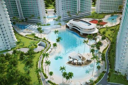 Staycation in Azure in Cozy 1BR Condo w/ Balcony - Parañaque - Apartment