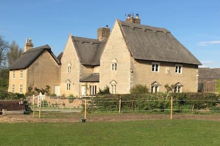 Historic House - 1600s - Casa