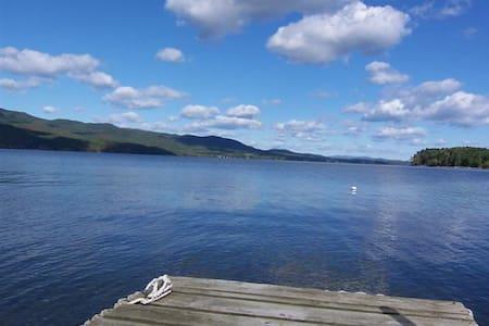 Brthtkng New Lake Champlain Escape! - Addison