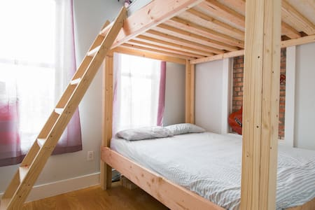 Cozy Queen size Bunk Bed. #A - Brooklyn - Apartment