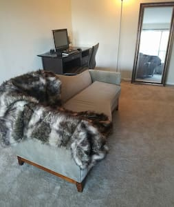 Luxury lower level high-rise. - Fort Washington - Pis
