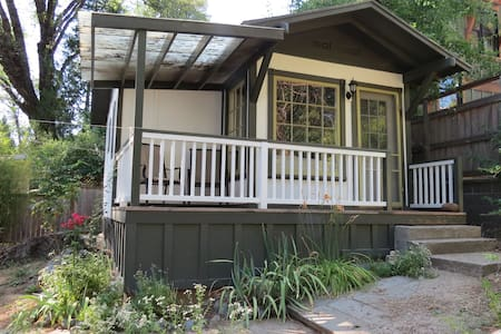 Bright and Cozy Nevada City Studio Cottage - Nevada City - Bungalow