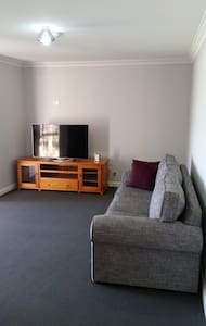 Spacious & convenient  location 2 mins from Beach - Dom