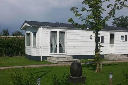 Mooi Chalet op rustige camping. - Nieuwe-Tonge - Chalet