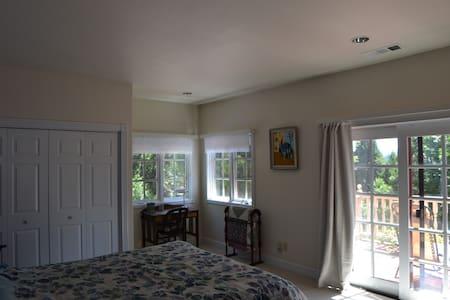 Dio Linda Estate Getaway - Dom