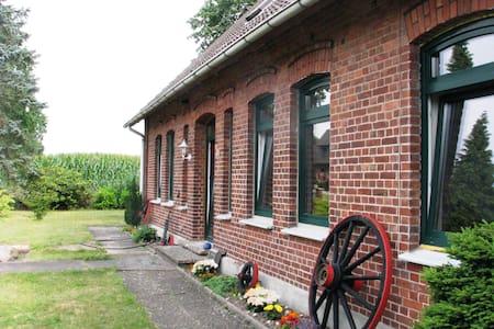 Ferienwohnung auf charmantem Resthof in der Heide - Kirchlinteln