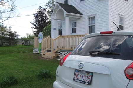 2 bedroom cottage or home 20 minutes from beaches. - Chatka