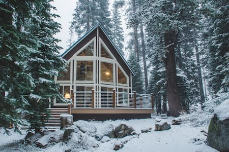 Peaceful Retreat Amongst the Pines - Old Tahoe - Soda Springs - Cabin