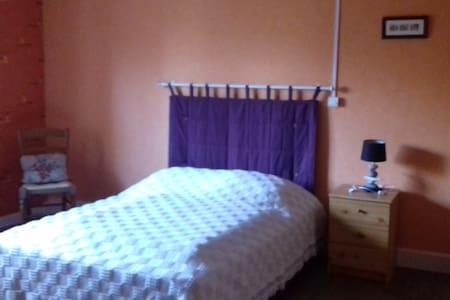 chambre spacieuse dans une maison au calme - Faucompierre - Appartamento