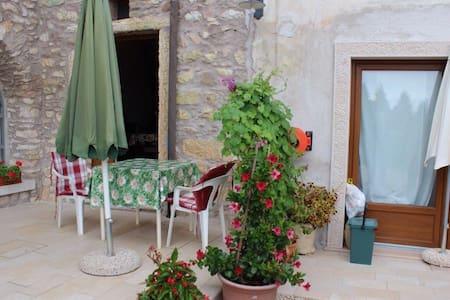 Casa Rosa am Gardasee für 2/3 Pers. - Castion Veronese