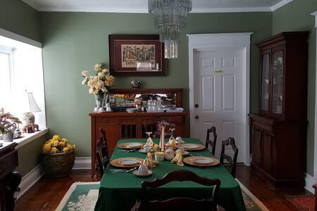 Victorian B&B -queen room - Niagara Falls - Bed & Breakfast