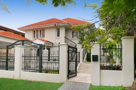 A new charming house in Wooloowin - Wooloowin - House