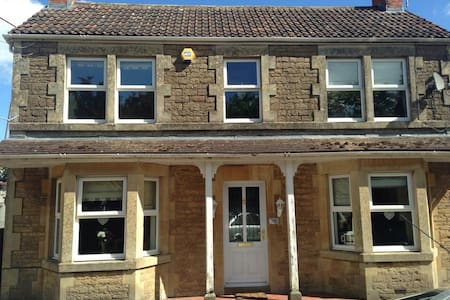 A beautiful large double room - Chippenham  - Hus