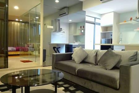 Designer Suite with Wifi ,LRT at Petaling Jaya - Petaling Jaya