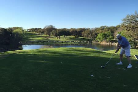 Golf, Lake Travis, Hiking & Tennis - Lakeway - Maison