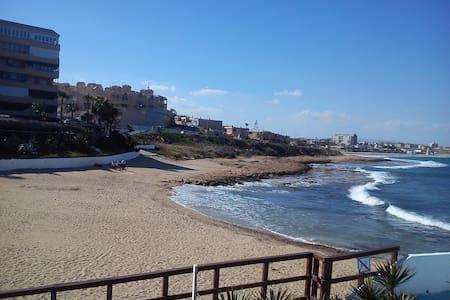 Таун-хаус на первой линии моря до пляжа 50 метров - Townhouse