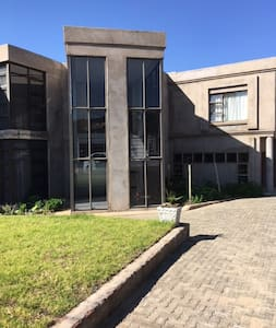 Khamos Villa - Maseru