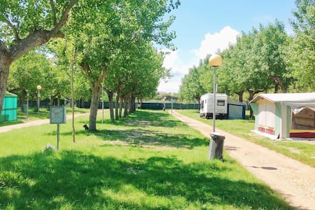 Caravan with kitchen and aircondition for 4 person - Riccione - Husbil/husvagn