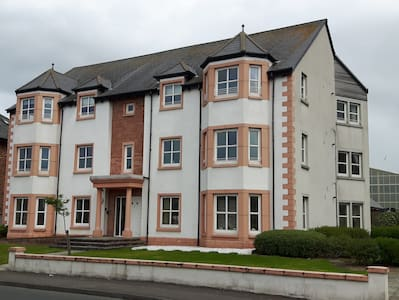 Superb Apartment for the Open visitors - Prestwick - Apartment