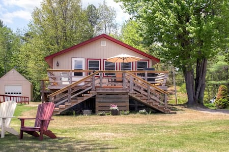 3BR Lakefront Wakefield Cottage - House