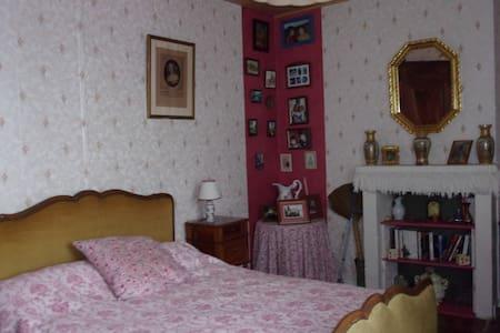 une chambre très agréable - Hus