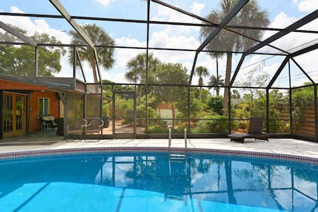 Imagine Relaxing Poolside Bismark - Sarasota