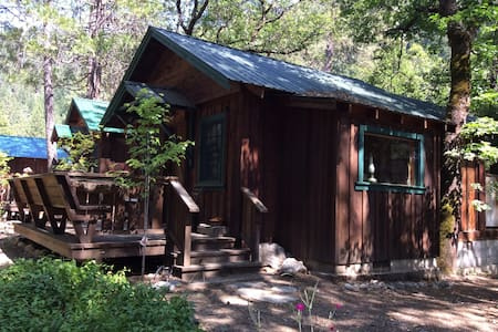 "Feather River Hot Springs ""Julius' Mine Shack"" - Chatka"