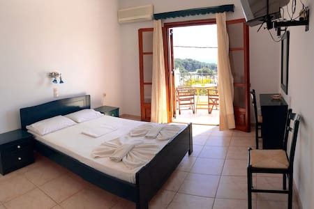 FLAT WITH SEA VIEW IN VOTSI - Wohnung