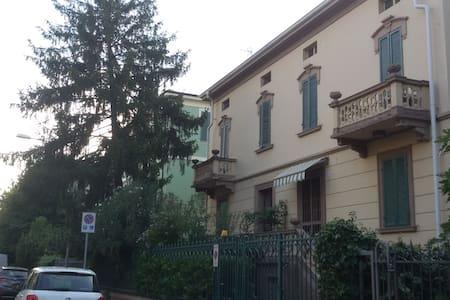 Gli Oleandri,  mini,  in villa con giardino - Modena - Loft