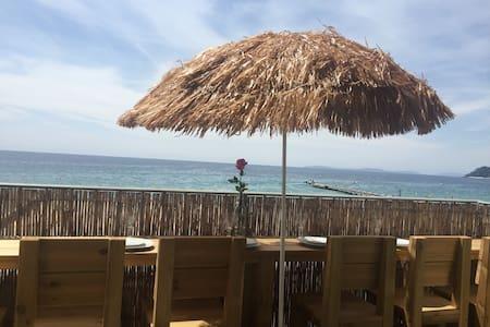 Appartement sur la plage vue mer à 180° - La Croix-Valmer