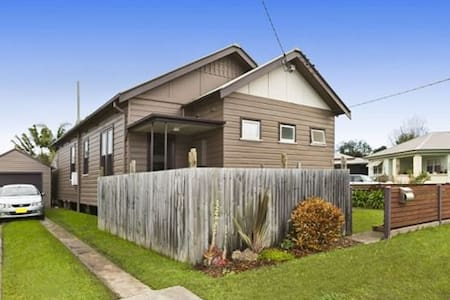 Clean, Comfy & close to cbd of newcastle - Mayfield - House