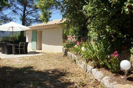 Véritable Cabanon Provençal en pierre restauré. - Casa