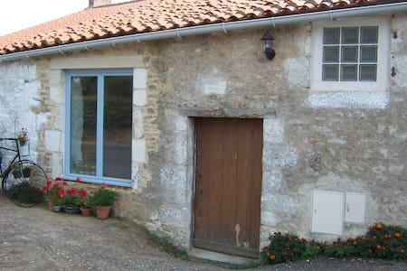Rural Cottage with Heated Swimming Pool & Garden - Maison