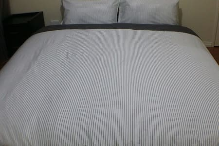 King Bed Room Near CBD & Airports - Hus