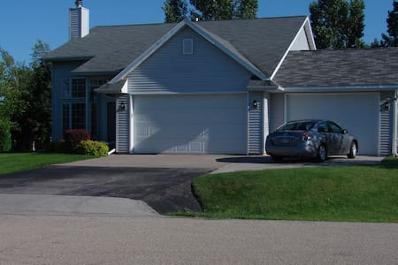 4 Bedroom ready for EAA AirVenture - great price! - Talo