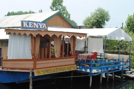 Houseboat Kenya in calm dal lake - Srinagar - Bed & Breakfast
