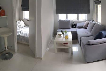 Cosy & quiet apartment in vibrant HK center! - Hong Kong - Apartment
