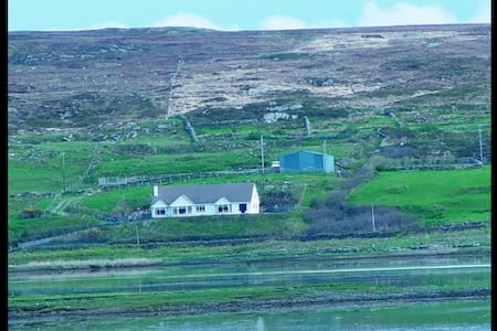 Westside BnB Mountain room - Clifden