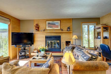 TIMBER RIDGE 5: NEW LISTING! 2 Bed/2 Bath, Mtn View, Clubhouse, WiFi, Great Price - Silverthorne - Íbúð