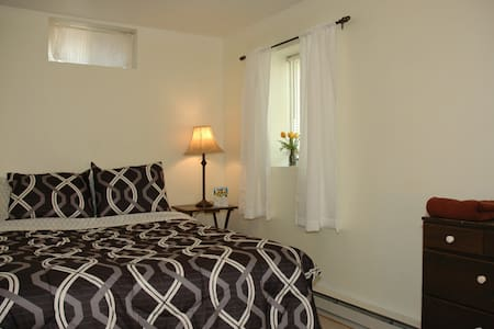 Affordable In-Town Apartment - Apartament