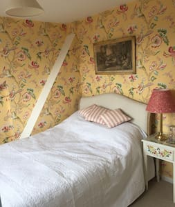 Beautiful en-suite bedroom, view of central Oxford - Oxford - Casa