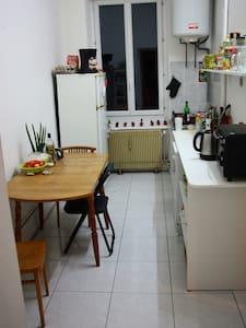 Chambre double près de la gare - Apartment