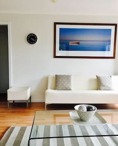 Ben's Beachside Villa - Mornington - Apartment